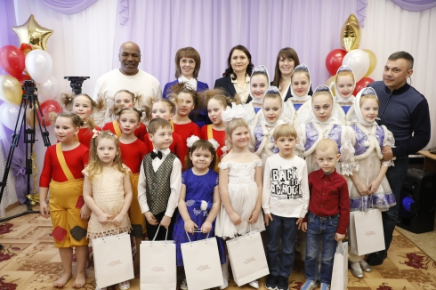 РМК открыла в Коркино после ремонта детский сад и построит современный спортивный комплекс