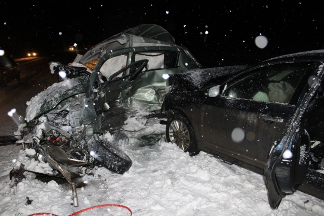 В массовом ДТП на Среднем Урале погибло два человека
