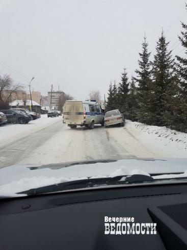 На «уральской Рублевке» полицейские проявили профессиональную «солидарность»