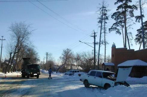 В Шадринске цементовоз столкнулся с легковым автомобилем: двое раненых