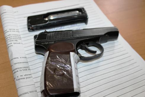 Жителя Алапаевска, стрелявшего в прохожих из пневматического пистолета, отправили в колонию