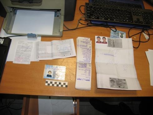 ВЕкатеринбурге два брата-таджика наладили массовую печать поддельных миграционных карт
