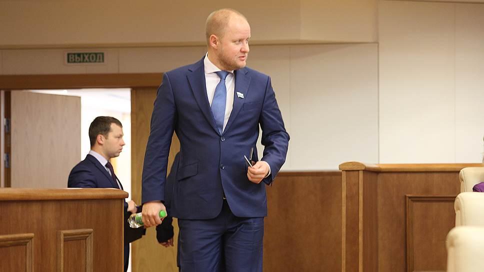 Свердловские народные избранники освободили коллегу отполномочий