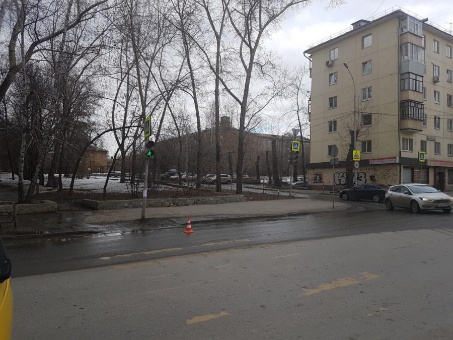 ВЕкатеринбурге сбили 17-летнюю девушку, переходившую дорогу назелёный свет