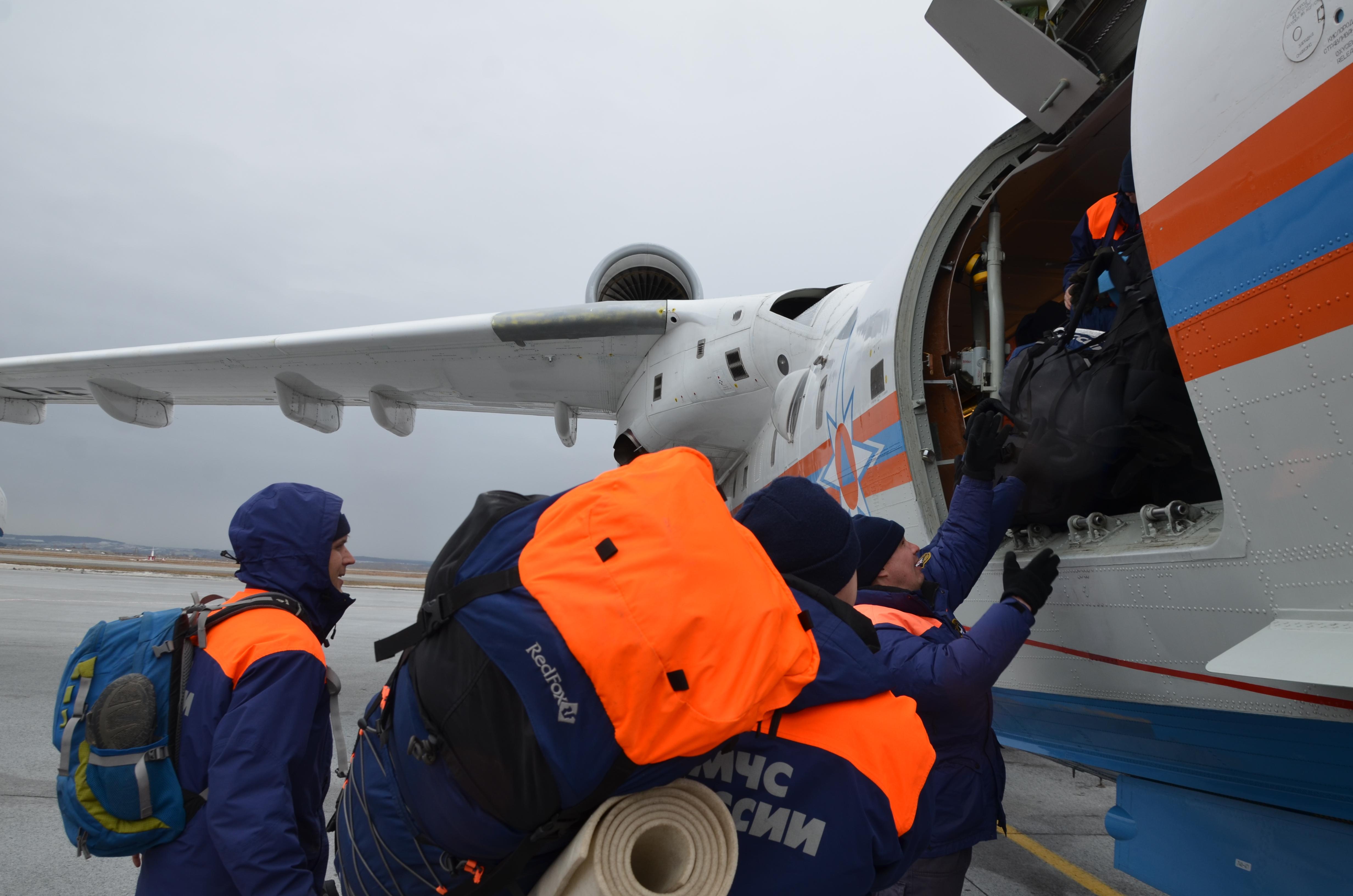 Cотрудники экстренных служб сУрала прибыли вАлтайский край для борьбы спаводком