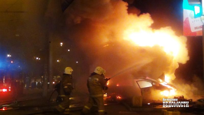 Ночью наУктусе сгорела припаркованная настоянке иностранная машина