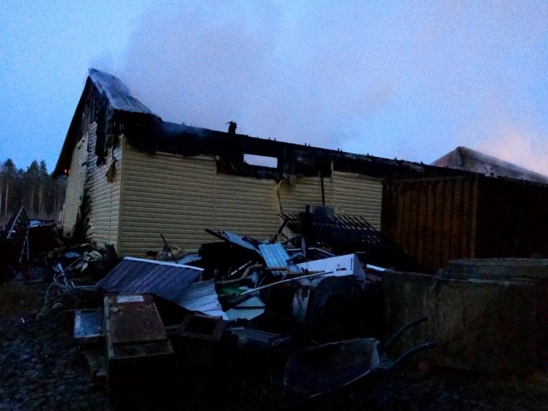 При пожаре в монастыре на Ганиной Яме сгорело помещение для производства свечей
