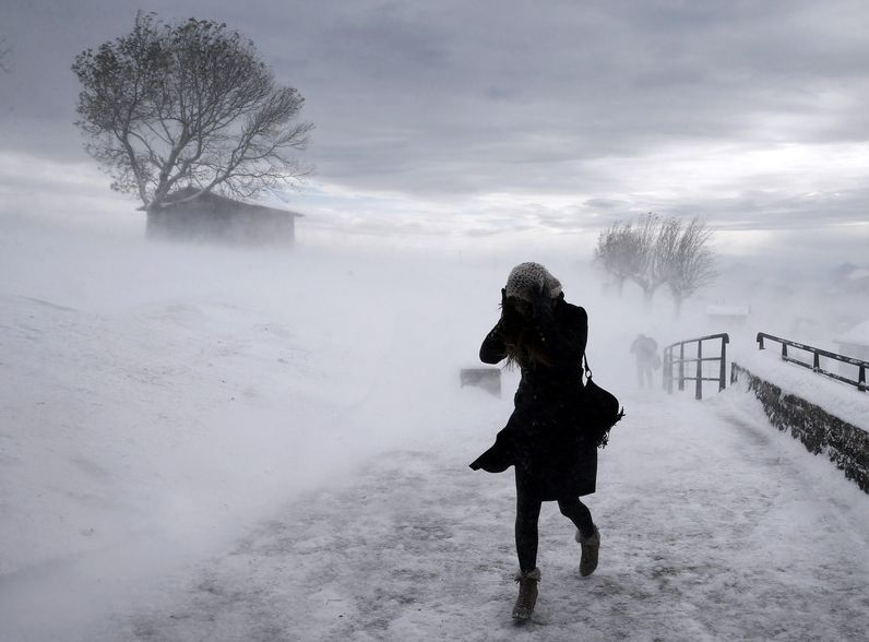 Шквалистый ветер иснегопад обрушатся наСредний Урал— МЧС