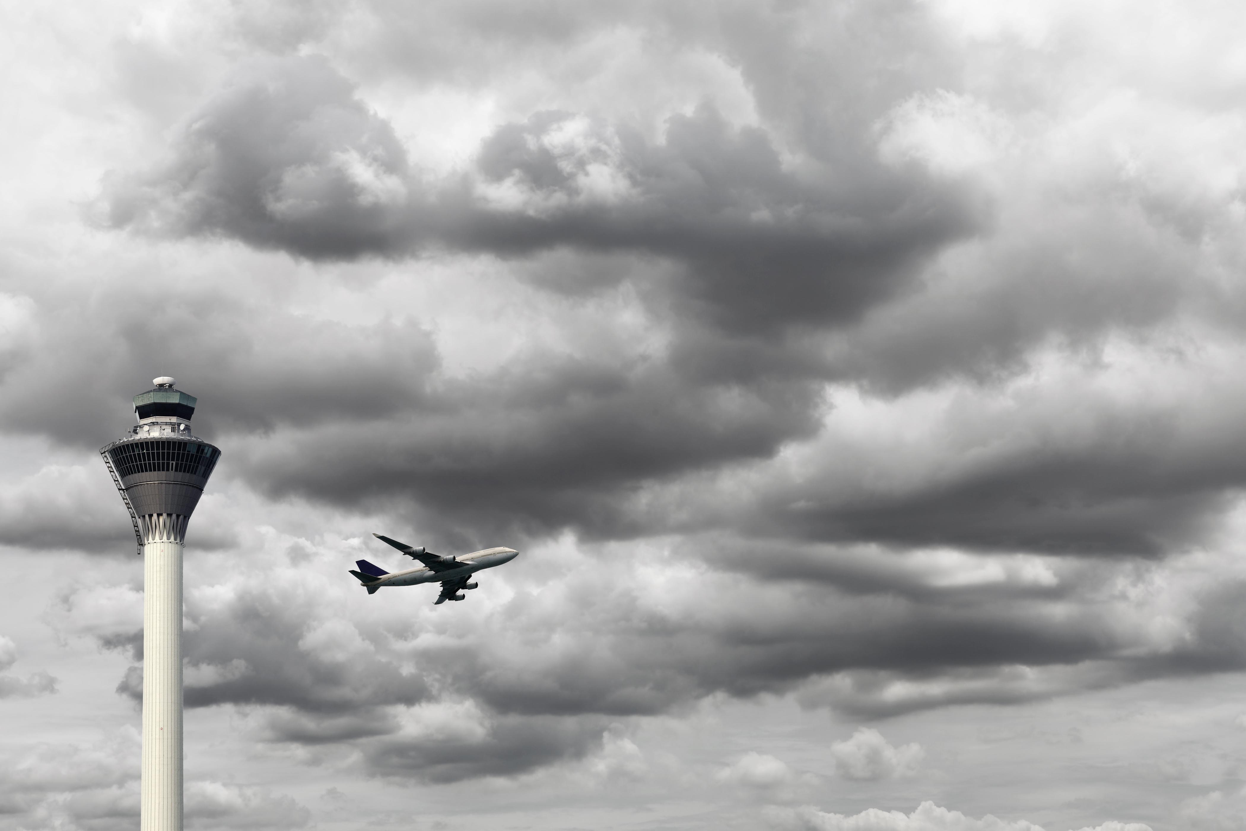 Из-за ливневого снегопада три авиарейса доЕкатеринбурга отправлены  вПермь