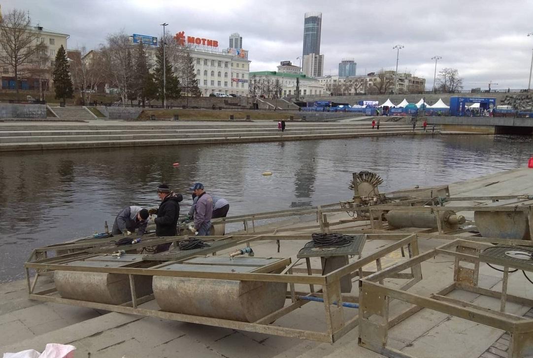 В Екатеринбурге поющий на Плотинке фонтан разобрали