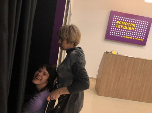 Галерея в темноте: где в Екатеринбурге учат смотреть сердцем