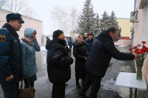 Сотрудники МЧС Зауралья почтили память погибшего коллеги