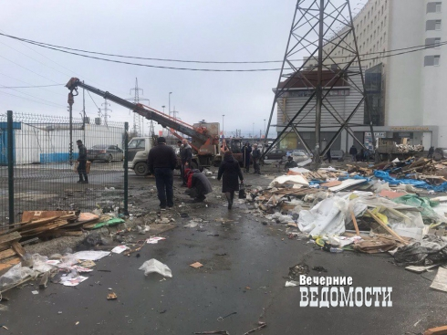 Власти Екатеринбурга снесли стихийный рынок возле «Таганского Ряда»