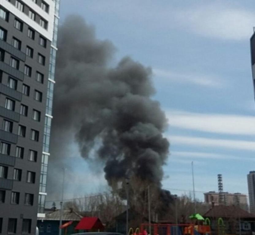 Крупный пожар на промышленной площадке на улице Луганской в Екатеринбурге