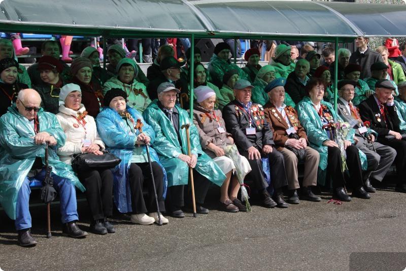Евгений Куйвашев посетил парад Победы в Верхней Пышме