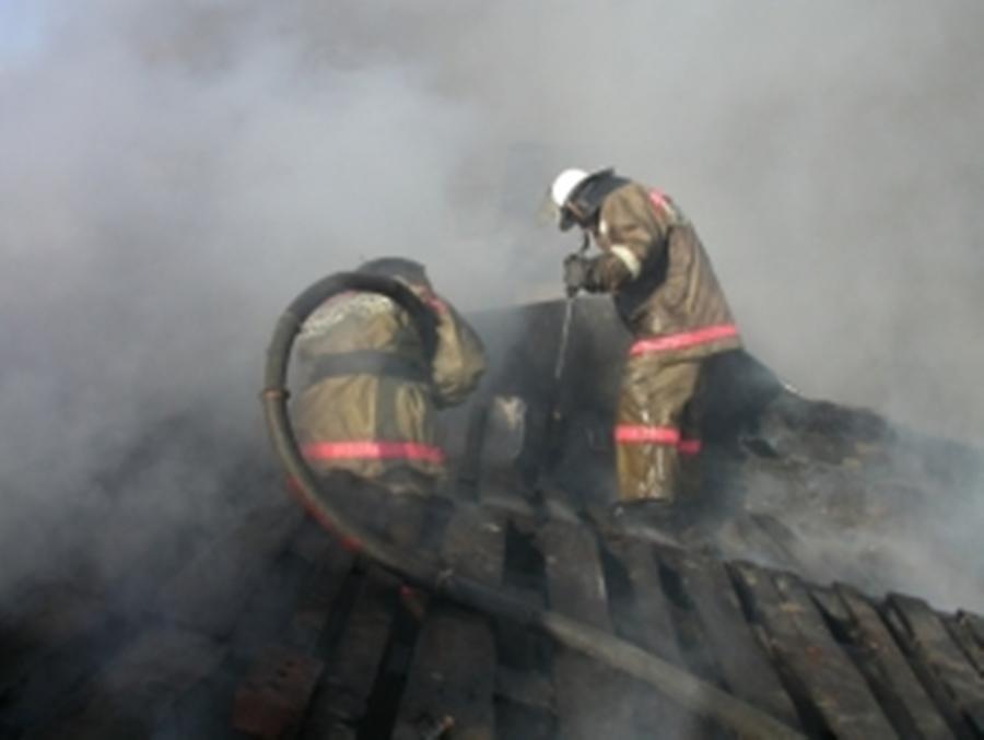 В Екатеринбурге за ночь пожарные дважды тушили садовые товарищества
