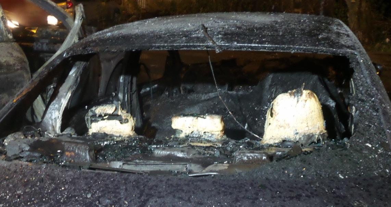 Три автомобиля горели ночью на улице Репина