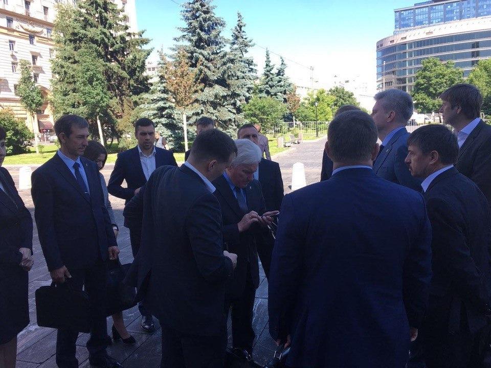 Скандал с праймериз «Единой России» в Екатеринбурге продолжает набирать обороты, антитунгусовская коалиция отправила делегацию в Москву