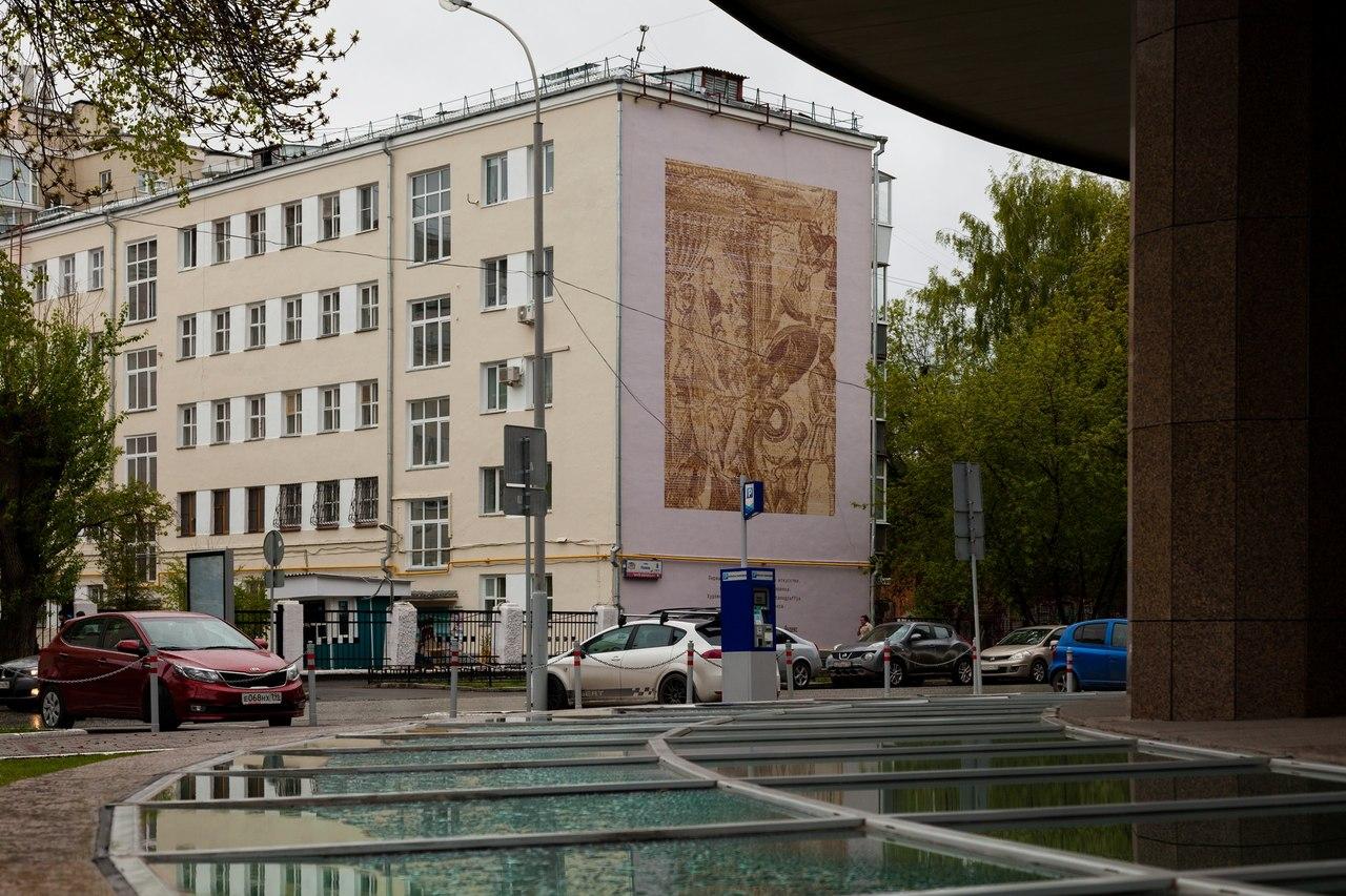 В Екатеринбурге появился первый в мире объект уличного искусства, созданный роботом