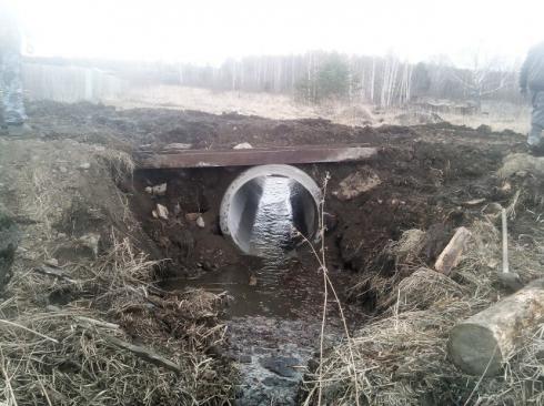 Жители поселка Красногвардейский не дождались помощи и отремонтировали дорогу сами