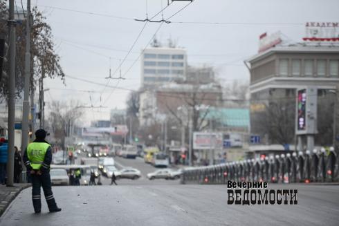 Свердловских единороссов раскачали после спячки