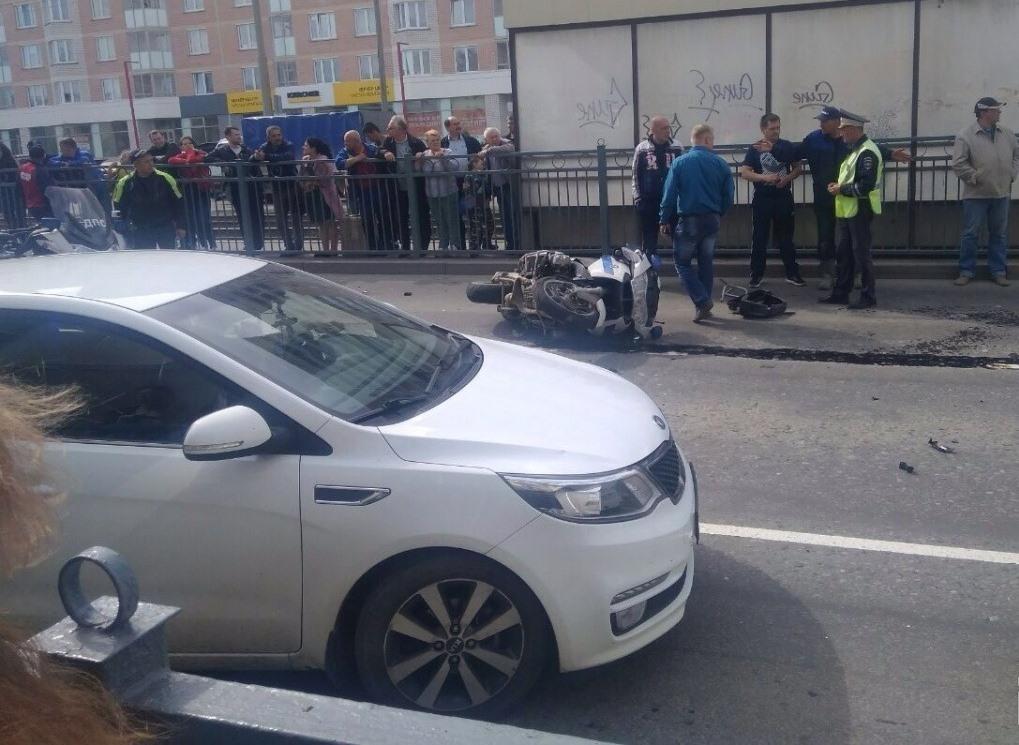 В Екатеринбурге при попытке остановить нарушителя разбился инспектор мотовзвода ГИБДД (ФОТО, ВИДЕО)