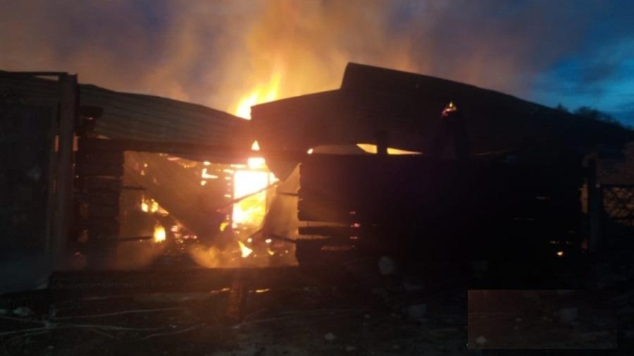 В Берёзовском из-за пожара многодетная семья осталась без крыши над головой