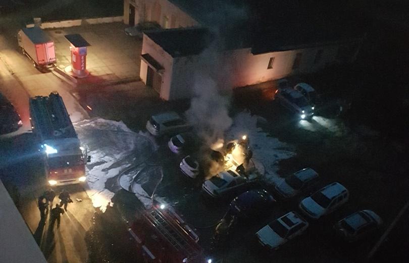 Сразу три автомобиля сгорело в Нижнем Тагиле минувшей ночью
