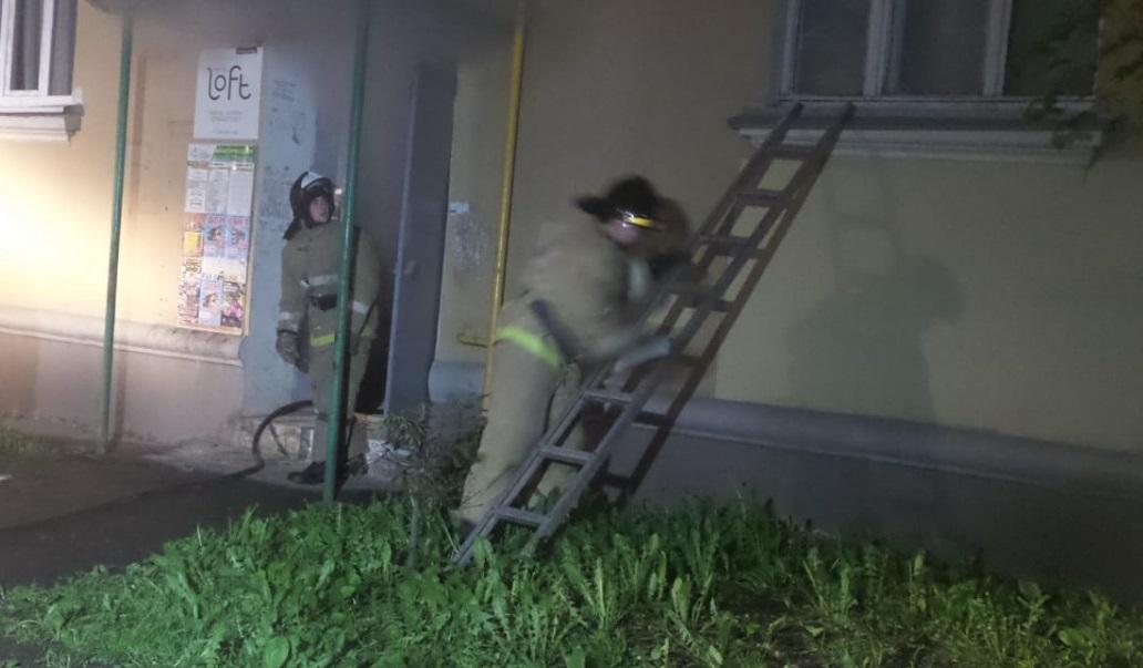 Прошедшей ночью из жилого дома на Ленина из-за пожара эвакуировали жителей