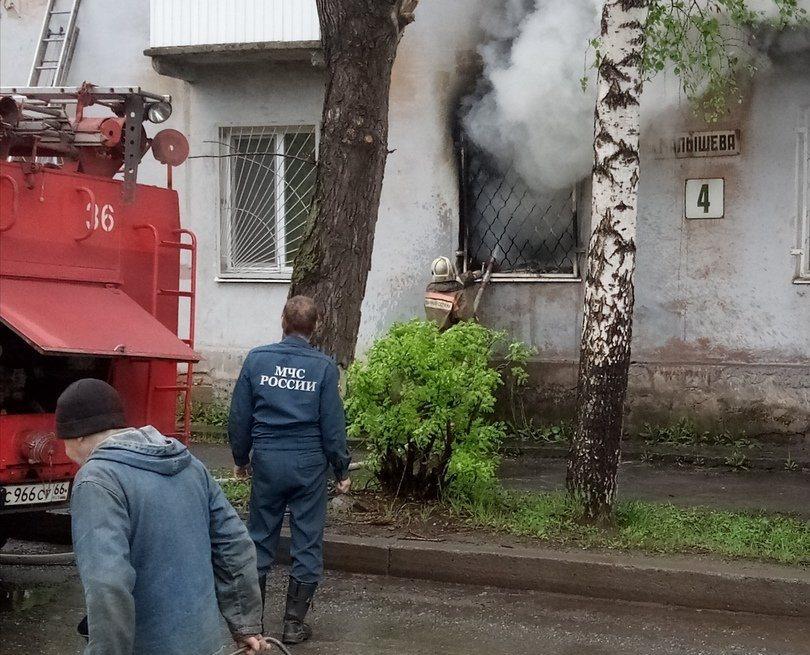 Спасение из горящей квартиры к жителю Нижнего Тагила пришло через окно