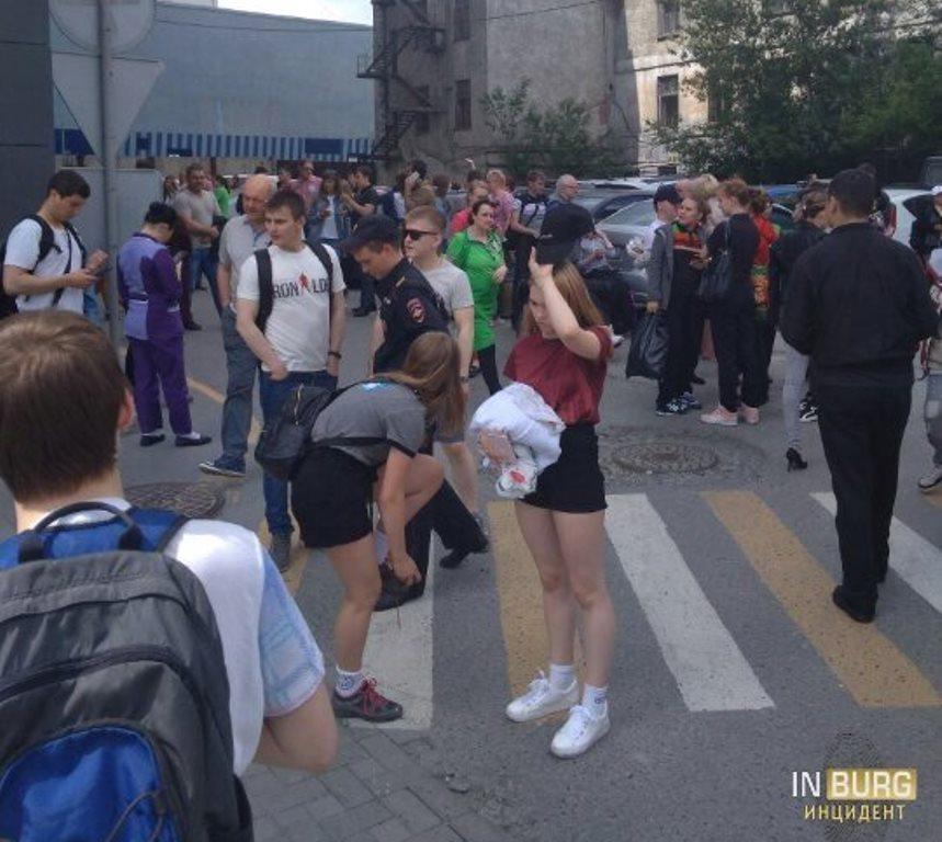 Бесхозная сумка стала причиной эвакуации торгового комплекса в Екатеринбурге