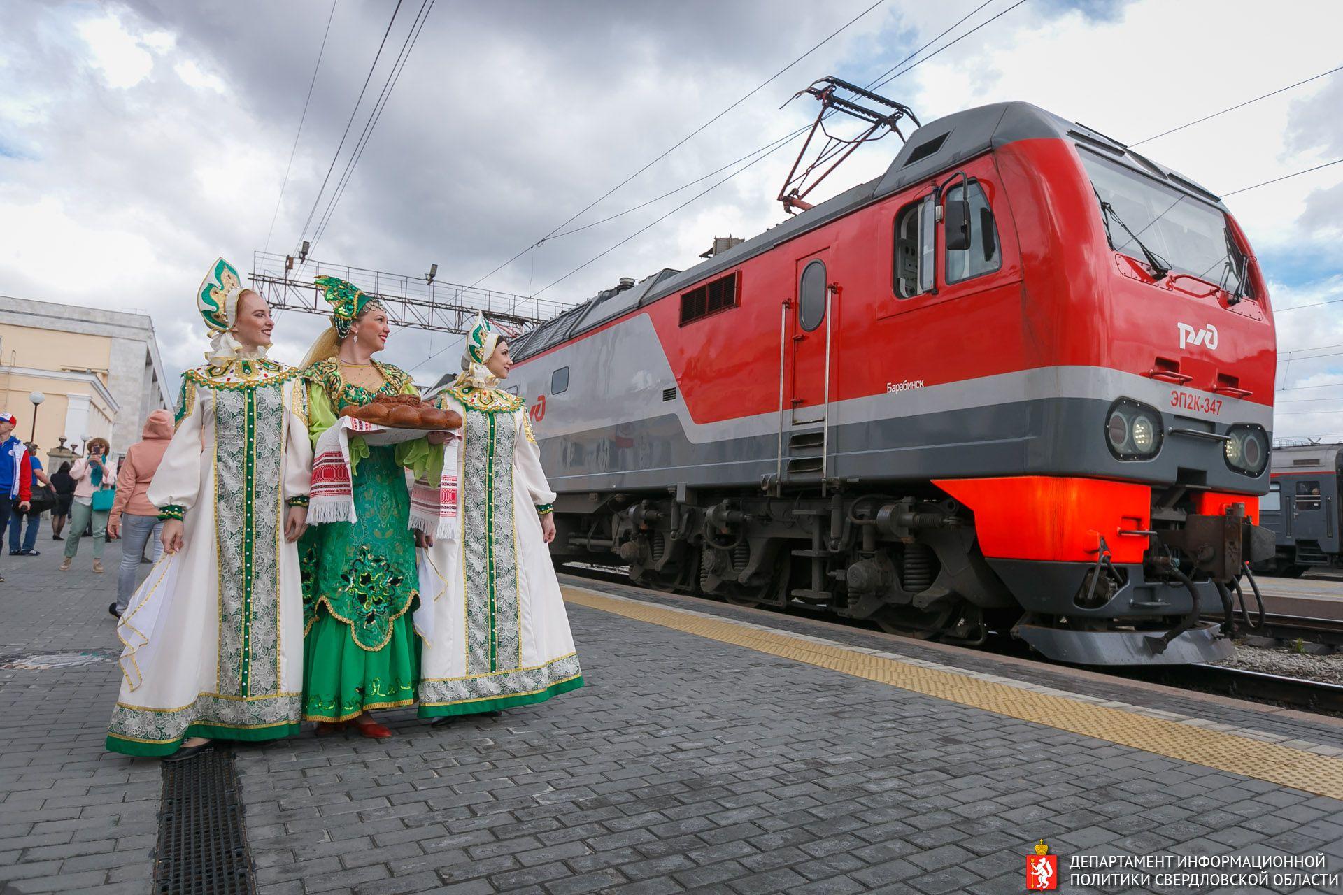Такого Екатеринбург не видел со времён первомайских демонстраций в Советском Союзе. От поезда до стадиона. Без слов