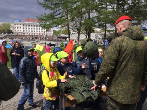 В Екатеринбурге подростков познакомили с работой военной полиции