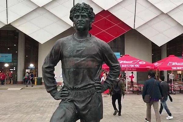 Осквернивший памятник Черенкову болельщик сборной Англии оштрафован на 3 тысячи рублей