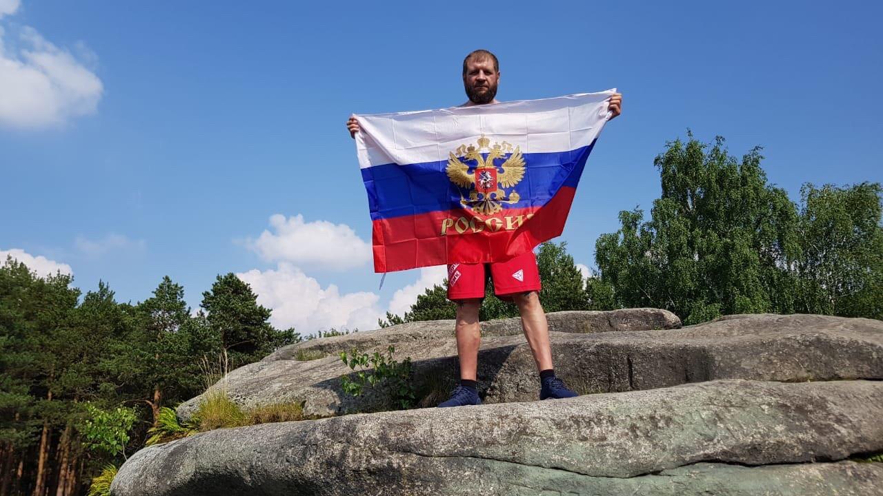 Александр Емельяненко и его соперник Виктор Пешта приехали в Екатеринбург