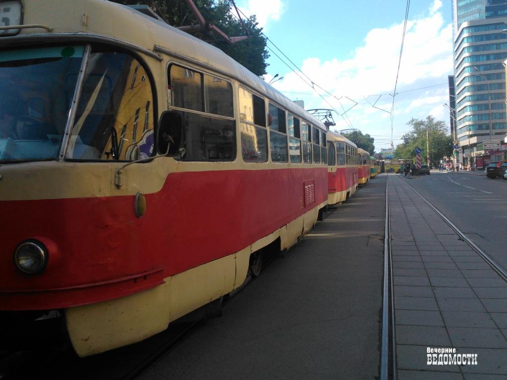 УЕкатеринбурга появился шанс освободиться оттрамвайных итроллейбусных проводов