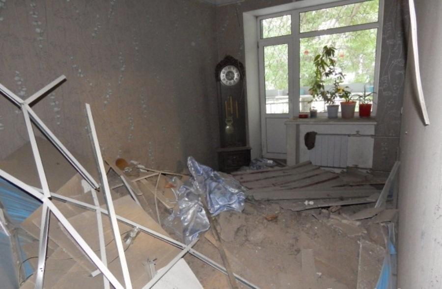 В Екатеринбурге в жилом доме посреди ночи прямо в квартиру рухнуло межэтажное перекрытие