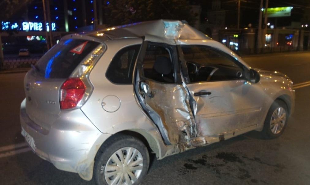 В Екатеринбурге ночью, в ДТП около железнодорожного вокзала, пострадали три человека