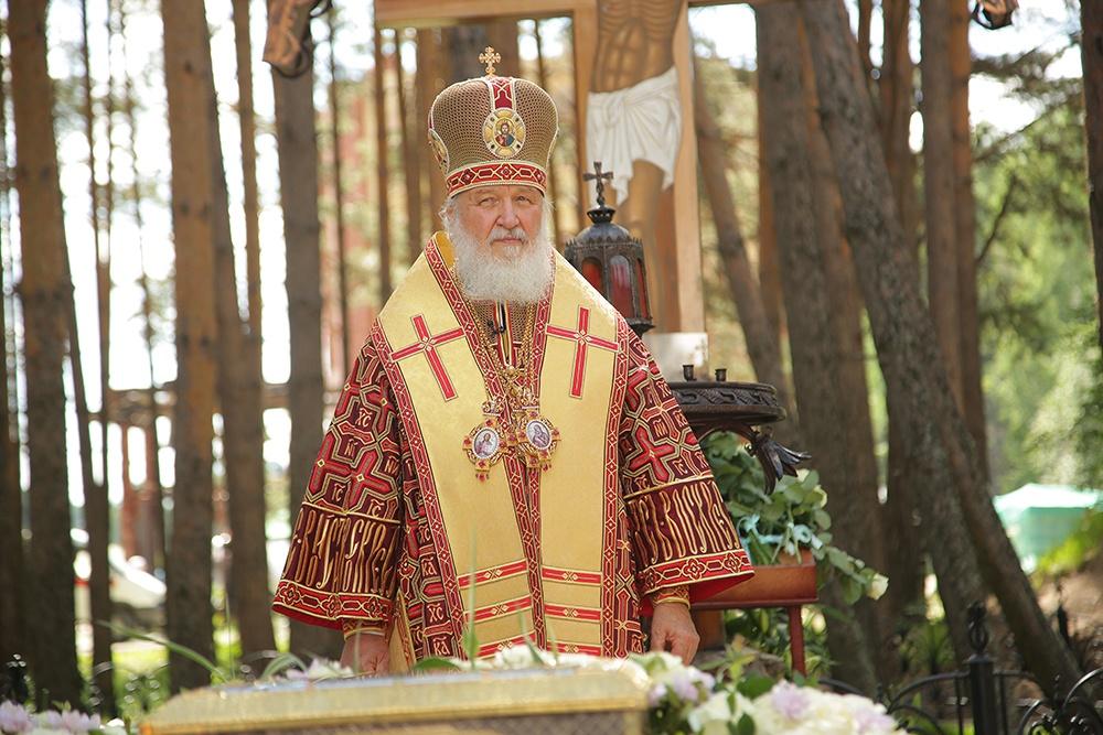 Патриарх Кирилл освятил храм в честь Феодоровской иконы Божией Матери в Алапаевске