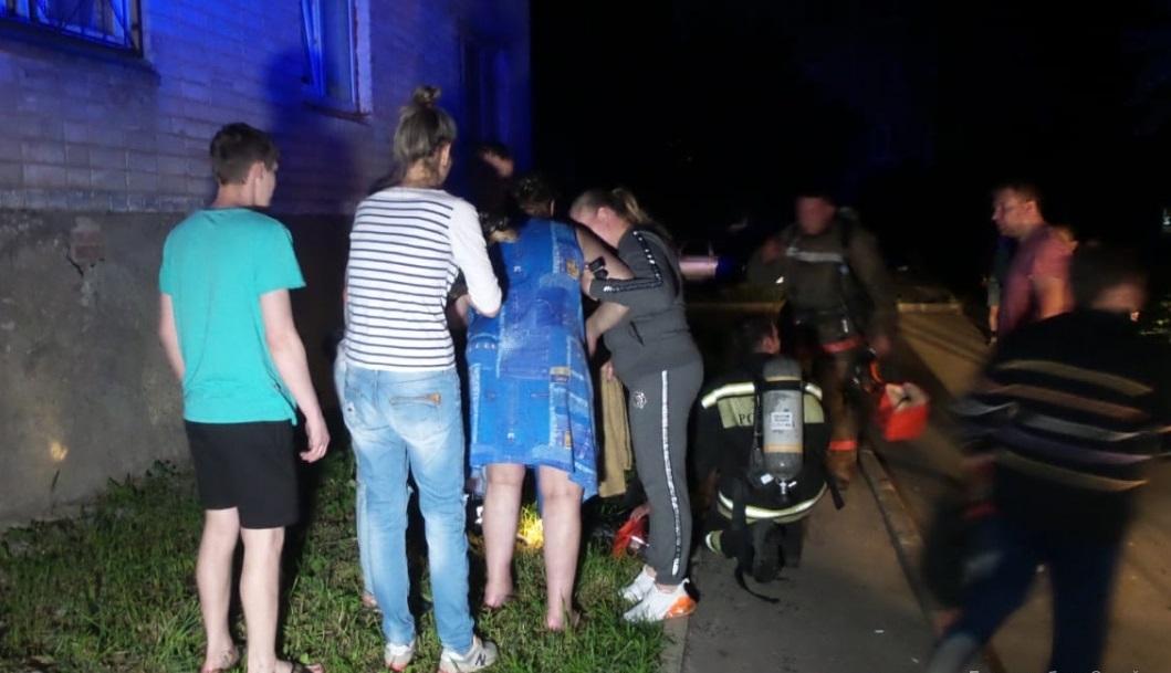 Ночью из-за пожара в Компрессорном эвакуировали 54 человека