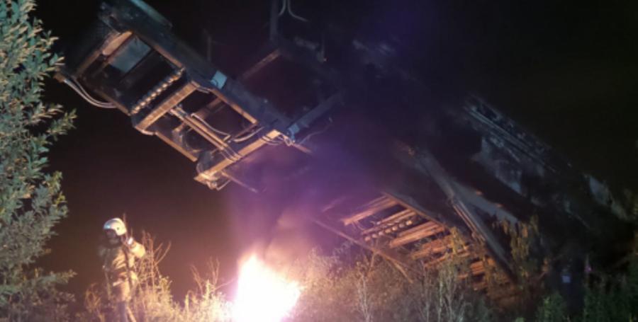 Ночью в Екатеринбурге сгорела установка для дробления щебня