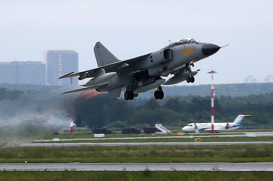 ВЕкатеринбурге приземлились китайские истребители