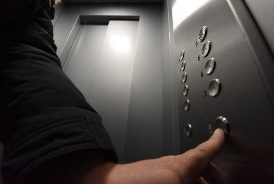 «Другие источники отыскать будет крайне проблематично»: свердловчанам рекомендуют застраховать лифты