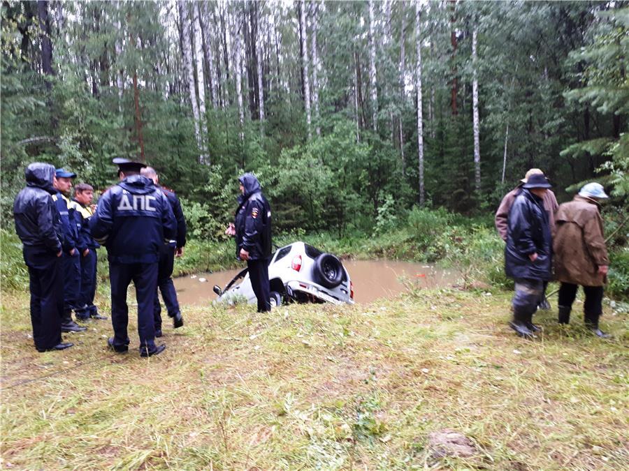 В карьере под Нижним Тагилом утонул автомобиль вместе с водителем