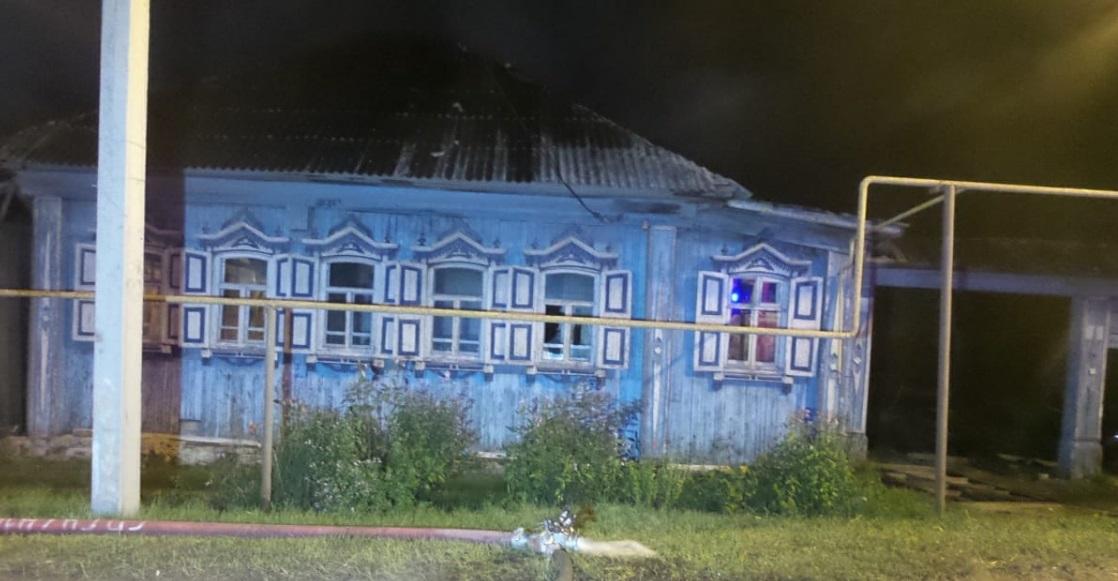 На проспекте Космонавтов в Екатеринбурге сгорели два частных дома