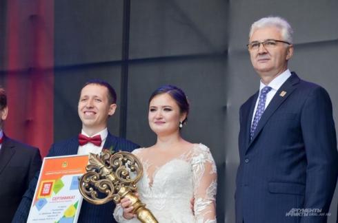 В Екатеринбурге молодожёны, зарегистрировавшие брак в День города, выиграли квартиру