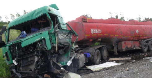 На трассе Челябинск — Курган дальнобойщик уснул за рулем. Итог: тройное ДТП и гибель 18-летнего парня