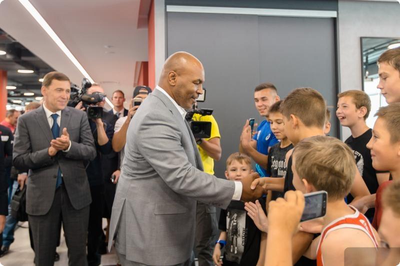 Майк Тайсон и Костя Цзю посетили Академию единоборств РМК в Екатеринбурге