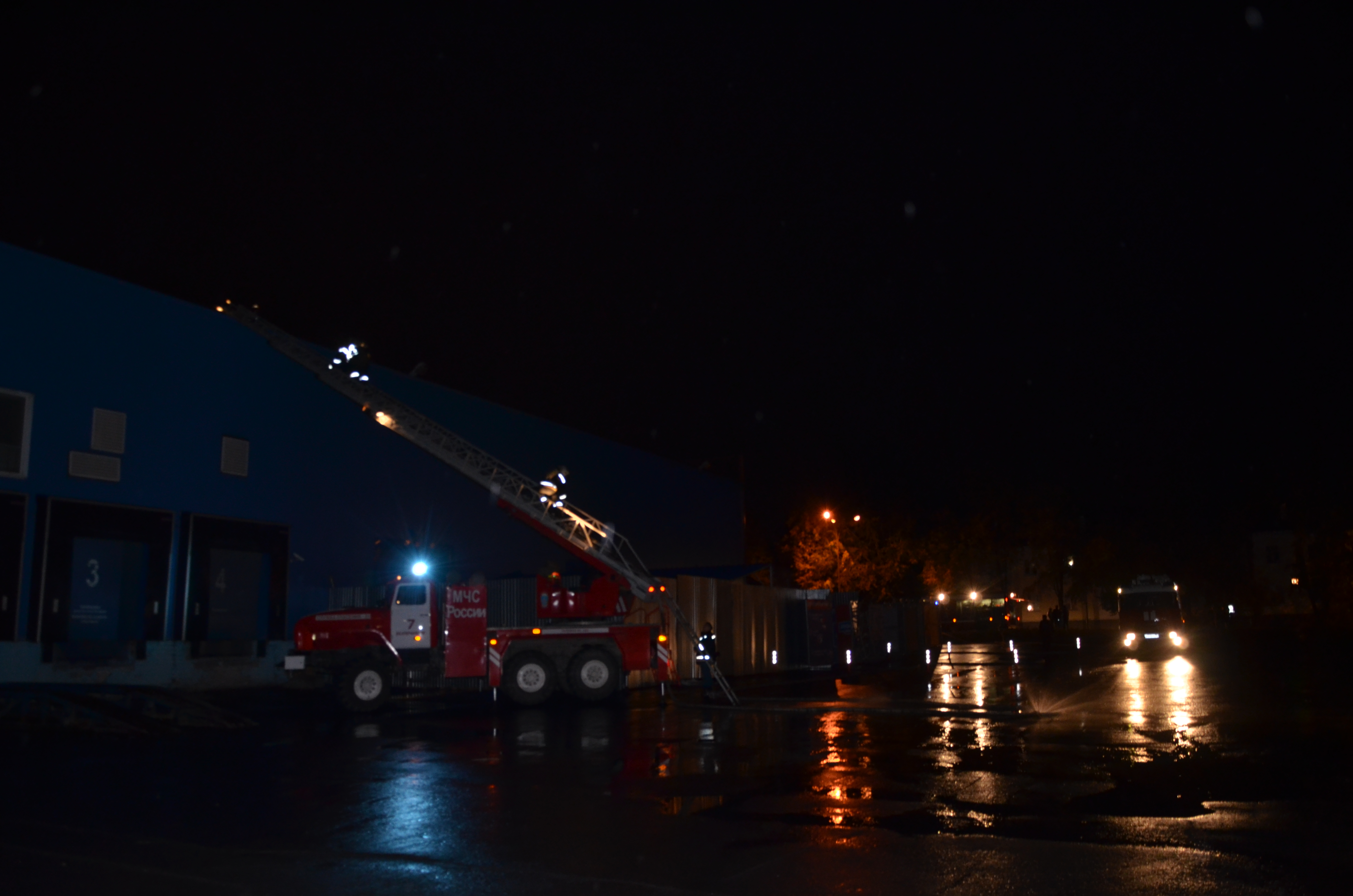 Накануне на улице Победы произошел пожар в гипермаркете