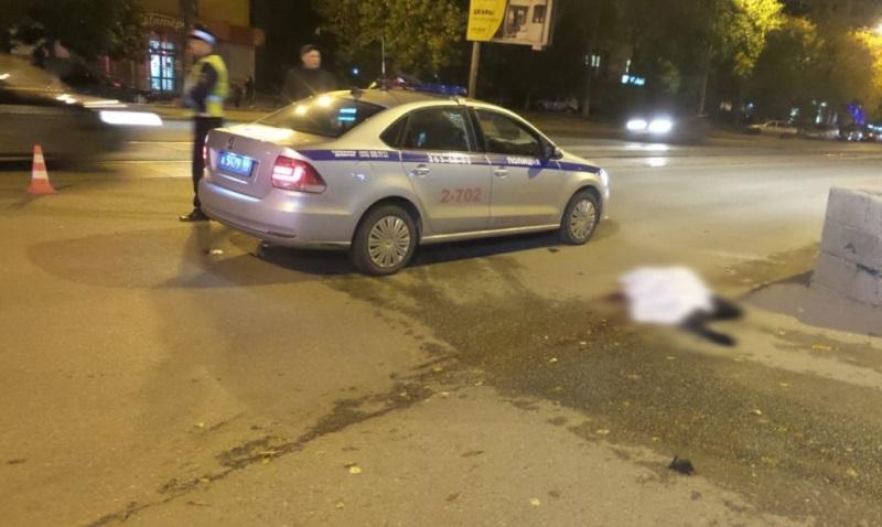 В Екатеринбурге ночью девушка погибла под колесами автомобиля